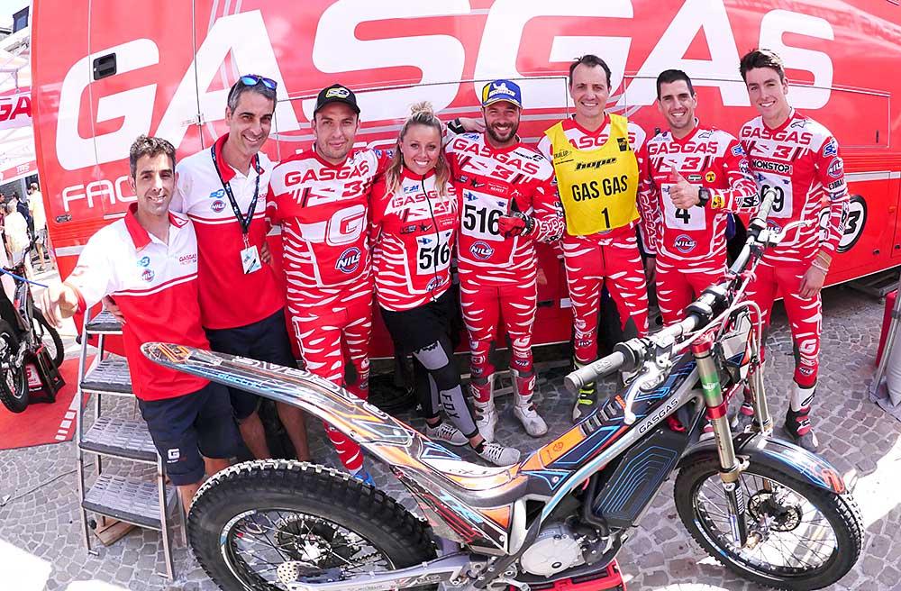 タイトル獲得を喜ぶガスガスチーム