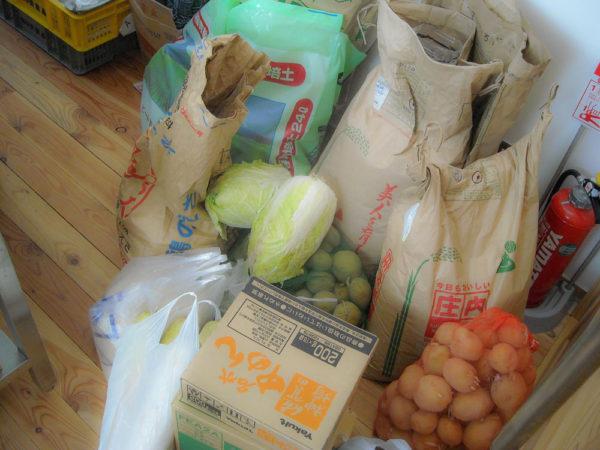 2011年3月13日高田島集会所に届いた食材