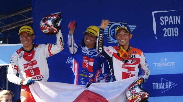 表彰式の日本チーム